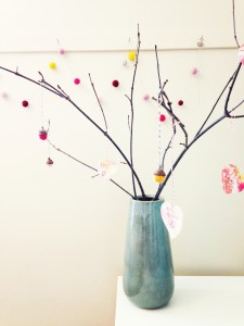 Valentine Heart Strings Tree - an simple, thoughtful activity to do with your kiddos for Valentine's Day!