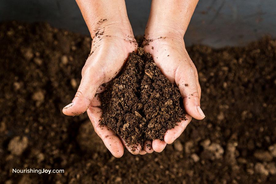 Make homemade potting soil - it's easier than you think!