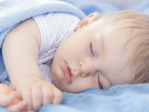 7 Tips to Help Kids Sleep When It's Blisteringly Hot