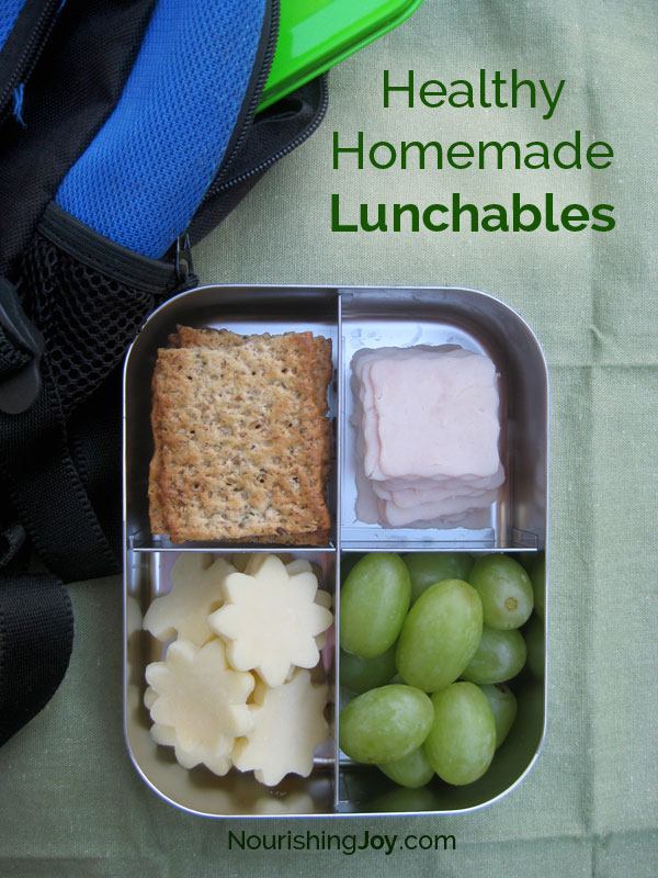 Make your own healthy homemade lunchables with these simple tips, recipes, and ideas! Our handy printable also makes it easy for your kids to pack their own lunches. YES!