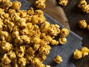Homemade Caramel Corn - with all-natural ingredients and WITHOUT any of the junk :)