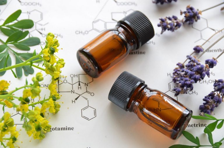 How to Use Essential Oils Safely: A Free 10-Day Class Packed with Essential Oil Freebies
